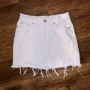 White denim skirt!